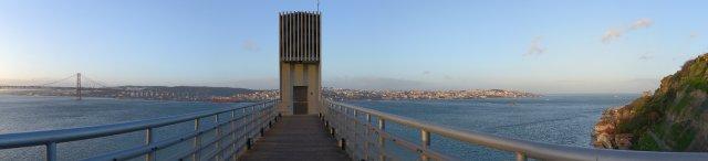 Lissabon: Fahrstuhl zum Ufer des Rio Tejo