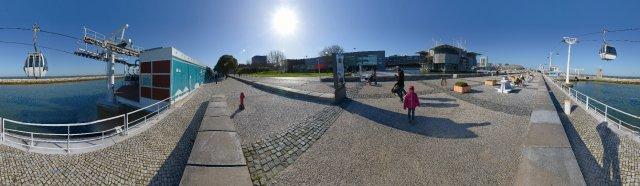 Lissabon: Tejo-Seite des ehemaligen Expo-Geländes mit Blick aufs Oceanario