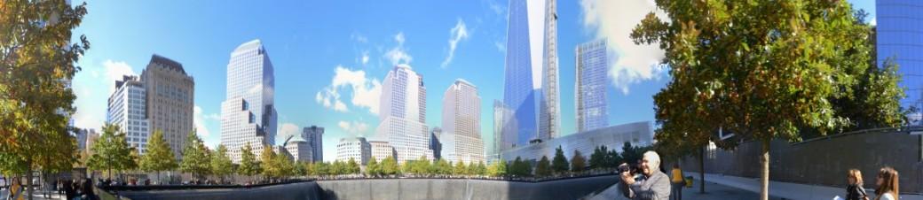 Blick vom Südbrunnen auf das One World Trade Center (Freedom Tower)